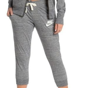 ✔Vintage style Nike gray joggers with pockets